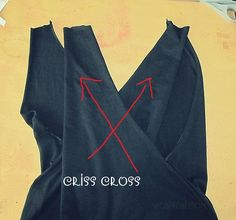 WobiSobi: No Sew, CrissCross Back, T-Shirt DIY Tutorial Things you Need T-Shirt * I used a large Hanes Scissors Chalk Mark your T-shirt with chalk. Diy Cut Shirts, Sewing Shirts, Old T Shirts, T Shirt Diy, Sewing Clothes, T Shirt Refashion, Sew Tshirt, Shirt Alterations, Clothing Alterations