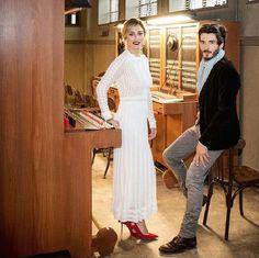 Yon González y Blanca Suarez, April, 2017. Netflix Series, Series Movies, Movies And Tv Shows, Velvet Serie, Outfits Blanco, Gorgeous Men, Beautiful, Just Friends, Disney Love