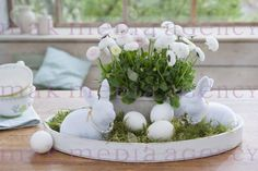 Tablett => Ostern Best Picture For happy Easter Wreath For Your Taste You are looking for something, Easter Table, Easter Eggs, Diy Ostern, Easter Celebration, Decoration Table, Easter Wreaths, Easter Crafts, Easter Decor, Seasonal Decor