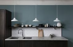 City Motions er en stil i det nye LADY fargekartet fra JOTUN med dype, svale blåtoner, vakre gråfarger og varme, brune nyanser. Jotun Lady, Dusty Blue, Ceiling Lights, Kitchens, Color, Apartment Ideas, Home Decor, Projects, Decoration Home