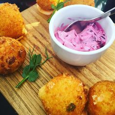 Tapas @the_cape_milner hotel - 2 for 1 on Fridays from 4-7pm (along with their #froséfridays also 2 for 1) : @laradawnjackson