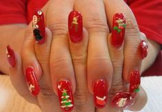 Very Cute Christmas Nails. Wish I could havenails like that.