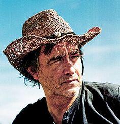 Jean-Louis Murat, chanteur originaire de La Bourboule en Région Auvergne : http://www.auvergne.fr/content/jean-louis-murat