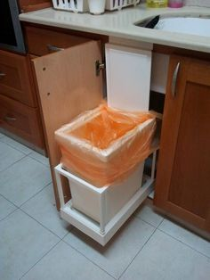 I made this automatic kitchen trash can that opens with the cabinet's door. I used UTRUSTA drawer that is originally for VARIERA trash can.