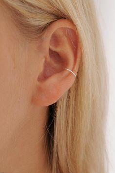 Silver conch piercing gold conch hoop conch hoop delicate conch piercing thin conch hoop h 12 ohrpiercings fr frauen schne und se ideen frauen fr ideen ohrpiercings schne se und Conch Piercings, Fake Piercing, Unique Ear Piercings, Ear Piercings Chart, Multiple Ear Piercings, Piercing Tattoo, Facial Piercings, Conch Piercing Jewelry, Ear Piercing Names