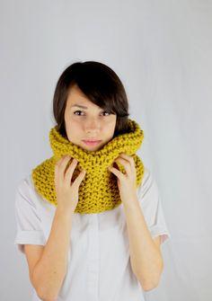 Hand Knit Chunky Cowl Scarf Snood Womens Circle Scarf door zukas
