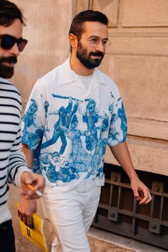 See What the World's Most Stylish Men Wore to the Coolest Women's Fashion Shows Mens Street Style 2018, Best Men's Street Style, Spring Street Style, Men Street, Cool Street Fashion, Best Mens Fashion, Korean Fashion, Women's Fashion, Fashion Stores