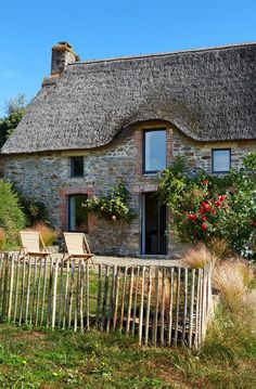Il cottage sull'oceano a Saint-Malo – Foto Decomposed Granite Patio, Modern Landscaping, Landscaping Ideas, Side Door, Stone Houses, Small Patio, Modern Architecture, Farmhouse Style, Modern Design