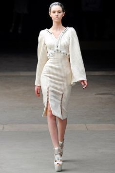 http://www.vogue.com/fashion-shows/fall-2011-ready-to-wear/alexander-mcqueen/slideshow/collection