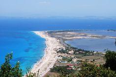 Особенностью Греции является разнообразный природный ландшафт, наличие интересных уголков в горах и на морских просторах, а также - потрясающие пейзажи. И конечно же в списке особенных уголков Греции, знаменитых своей неповторимостью, не могут не присутствовать острова, до которых можно добраться в буквальном смысле пешком. Четыре из тысяч греческих островов располагают дорогами, которые соединяют их с…
