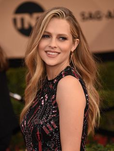 Poll: Teresa Palmer vs Kristen Stewart: Who is the Most Hottest & Sexiest Girl of Hollywood? Vote Now - Top 10 Ranker Teresa Palmer Kristen Stewart, Teresa Mary Palmer, Kristen Stewart Hair, Beautiful Celebrities, Beautiful Actresses, Belleza Natural, Elizabeth Olsen, Mary Elizabeth, Woman Crush