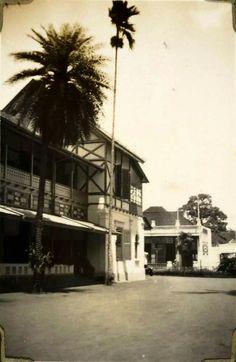Een vleugel van Grand Hotel Homann, Bandoeng. 1928-1929