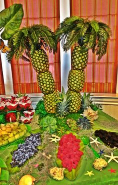 Pineapple palm tree luau party and tropical fruits on pinterest for Tropical smoothie palm beach gardens