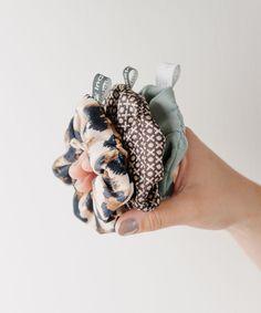 @HouseOfKlunkar posted to Instagram: Sachen outta House of Klunkar (#\\\#) Oh Yes – die Scrunchies sind wieder da. Das Must-Have-Haargummi aus den 80iger-Jahren erobert wieder alle Herzen. Darum gibt es von @indivisew supercute Scunchies aus unterschiedlichsten Stoffen. Und das sogar gleich im 3er-Set. Alle Scrunchies werden von Hand, mit viel Sorgfalt und Liebe von Textil-Artist Theresa Linher vom Label Indivisew genäht. Die Haargummis sind in limitierter Aufl Band, Instagram, Fashion, Accessories, Love, Moda, Sash, Fashion Styles, Fashion Illustrations