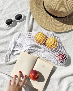 summer inspiration Take a Mental Vacation With These Enchanting Magical Realism Books Beach Day, Summer Beach, Summer Work, Summer Picnic, Summer Diy, Magical Realism Books, Summer Vibes, Foto Still, Poses Photo