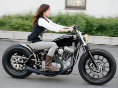 Rider Girl on Harley-Davidson                                                                                                                                                                                 もっと見る