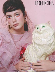 that ceramic cat.