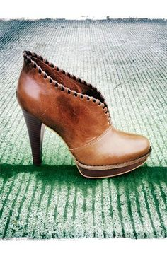 UGG® Australia 'Jamison' Bootie via Nordstrom. I like this style!And I love UGGs again! Ugg Boots, Bootie Boots, Shoe Boots, Shoe Bag, Tan Booties, Leather Booties, Cute Shoes, Women's Shoes, Me Too Shoes
