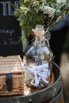 Boho wedding - Cap Ferret - French wedding style - La Paire de Cerise photographes - Jenny Morel Weddings wedding planner - message in a bottle - livre d'or