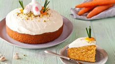 Nothing quite says Easter more than this Easter Carrot Cake recipe. One of the moreish delights of the season, it's a guaranteed crowd-pleaser – just make sure your family dig in before the Easter bunny does! Easter Cake Fondant, Fondant Cakes, Baking Recipes, Cake Recipes, White Chocolate Frosting, Desserts Ostern, Classic Cake, Different Cakes, Recipe Images