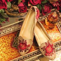 Pinterest: @pawank90 Indian Shoes, Trendy Shoes, Business Casual, Bridal Style, Fashion Shoes, Footwear, Flats, Bridal Fashion, Heels