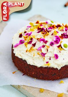 While there are tons of to choose from, there's one gift that will always make a Mom smile: a delicious & beautiful made with flowers, plants and love! Spring Recipes, Carrot Cake, Vanilla Cake, Carrots, Flora, Cheesecake, Tasty, Smile, Mom