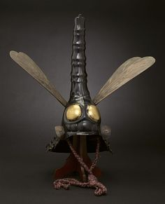 Kabuto Samurai helmet in dragonfly shape - century. Japan's feudal families vied for supremacy, amassing vast armies to ensure their dominion. High-ranking lords embellished their helmets with sculptural forms. Kabuto Samurai, Samurai Helmet, Samurai Armor, Arm Armor, Japanese Warrior, Les Continents, Art Japonais, Gothic Steampunk, Monsters
