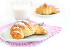 Le Brioches di Lory, nate dal suo impasto stran o. Bake Croissants, Something Sweet, Cake Cookies, Nutella, Bread Recipes, Food And Drink, Waffles, Sweets, Baking