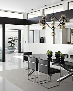 vera wang los angeles home house modern dining room black white chrome decorating Vera Wang, Dining Room Inspiration, Interior Design Inspiration, Design Ideas, Style At Home, Asian Inspired Decor, Black And White Interior, Black White, Celebrity Houses
