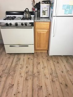 apartment friendly faux wood floors with contact paper, flooring Faux Wood Flooring, Wood Slab, Kitchen Flooring, Paper Flooring, Diy Flooring, Flooring Ideas, Kitchen Worktop, Kitchen Countertops, Diy Concrete Counter