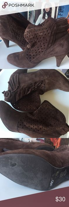 """Chinese Laundry   EUC suede star perforated bootie All suede leather booties from Chinese Laundry. The loose ankle and perforated stars make these truly unique. Near perfect condition. 3"""" heels measured from the back. 7. Chinese Laundry Shoes Ankle Boots & Booties"""