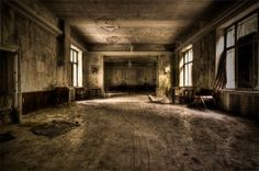 Dining room, abandoned Hotel (Photo by Alex Z.)