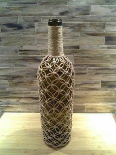 2014 // netted bottles - Easy Crafts for All Glass Bottle Crafts, Wine Bottle Art, Diy Bottle, Macrame Design, Macrame Art, Macrame Projects, Macrame Knots, Crafty Projects, Jute Crafts