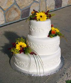 Nicely off balance! #weddingcakes