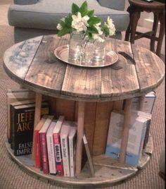 Büchertisch aus alter Kabelrolle