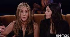 jennifer aniston friends reunion - Google Search Jennifer Aniston Friends, Jennifer Aniston Style, Monica And Chandler, Friends Cast, David Schwimmer, Matthew Perry, The Reunion, Tom Selleck, Old Flame