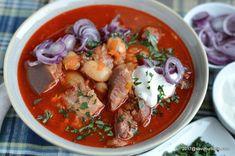 Fasole cu ciolan afumat reteta nationala de 1 Decembrie   Savori Urbane Romanian Food, Cafe Bar, Soul Food, Thai Red Curry, Soup, Cooking Recipes, Ethnic Recipes, Mai, Recipies