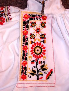 Vyšívání chlapecké košile, Uherský Ostroh. Folk clothing from Uherský Ostroh (Czech Republic).