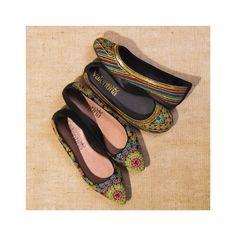 Bico fino ou redondo o importante é ter muita cor!  #ValentinaFlats #shoes #fashion #loveit #love #loveshoes #shoeslover #color #sapatilha #flat #bordado #bicofino #bicoredondo #colorful