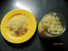 Svaříme vodu s octem a solí.Odstavíme a přidáme spolarin.Necháme vychladnout.Nastrouhané zelí promícháme s nakrájenou cibulí,přidáme kmín a... Cabbage, Grains, Vegetables, Food, Essen, Cabbages, Vegetable Recipes, Meals, Seeds