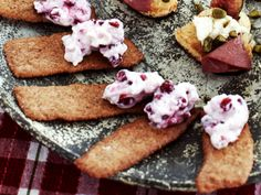 Hyvlade pepparkakor med lingoncréme (kock Monika Ahlberg)