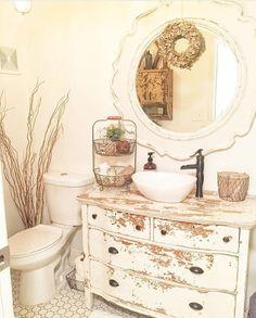 Shabby Chic Home Decor Baños Shabby Chic, Shabby Chic Bedrooms, Shabby Chic Homes, Shabby Vintage, Vibeke Design, Bathroom Sink Vanity, Dresser Vanity, Beautiful Bathrooms, Bathroom Interior