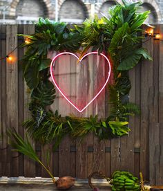 Neon wedding sign idea - pink, neon heart sign with greenery border {Tin Can St. Neon wedding sign idea - pink, neon heart sign with greenery border {Tin Can St. Backdrop Frame, Diy Backdrop, Photo Booth Backdrop, Photo Booths, Backdrop Lights, Photo Backdrops, Flower Backdrop, Photo Props, Marie's Wedding