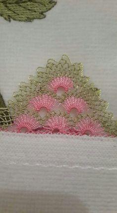 This Pin was discovered by Rit Tesettür Eşarp Modelleri 2020 Needle Tatting, Needle Lace, Crochet Bunny, Knit Crochet, Tatting Patterns, Crochet Patterns, Yarn Crafts, Diy And Crafts, Crochet Unique