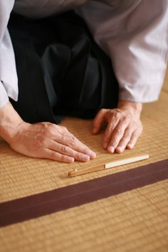 Tales of Japanese tea: Common Mistake on Bowing - How to bow in the tea room -