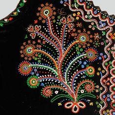 'Bouquet' on the bodice © Ethnographic Museum of Kraków  http://lelapolela.blogspot.com/2014/06/lachy-sadeckie-costume-guide-to-polish.html