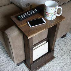 Sofá silla brazo resto de mesa II con bolsillo para mandos de revistas por KeoDecor