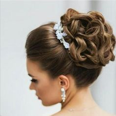17 cute bun hairstyles for elegant ladies fall-winter 2017 still arts elegant hairstyles ladies winter Cute Bun Hairstyles, Elegant Hairstyles, Bride Hairstyles, Wedding Hairstyles With Crown, Bangs Hairstyle, Woman Hairstyles, Wedding Hair And Makeup, Wedding Updo, Bridal Hair Updo High
