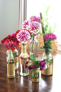 The best DIY projects & DIY ideas and tutorials: sewing, paper craft, DIY. Diy Crafts Ideas DIY Gilded Vases From Condiment Bottles www. Diy Wall Decor, Diy Bedroom Decor, Diy Home Decor, Diy Decoration, Decor Room, Vase Centerpieces, Vases Decor, Decorating Vases, Wall Vases
