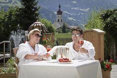 Tierischer Urlaub mit Hund im Zillertal Österreich Tirol Romantik und Wellness (c) Gartenhotel Magdalena